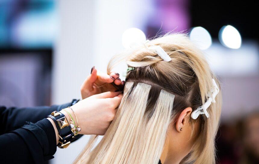 """Metoda kanapkowa, czyli """"tape on"""" na włosy."""